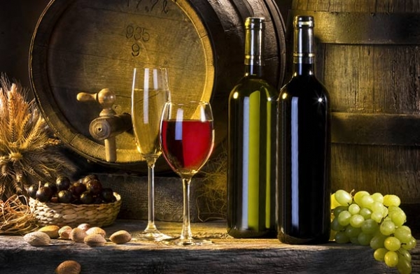 Spanish-bodegas-grapes-barrels-white-red-wines